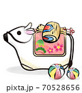 丑年 筆ストローク 白い牛の土鈴と小槌と紙風船のカットイラスト 70528656