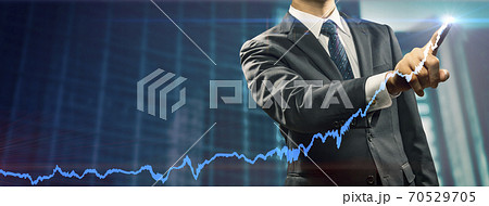 ビジネスイメージ 右肩上がりの業績のイメージ 70529705