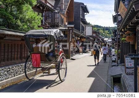 飛騨高山古い町並 三町伝統的建造物群保存地区  人力車 70541081