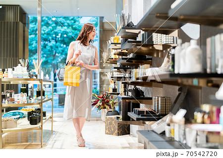 女性 ショッピング 買い物 ライフスタイル 撮影協力:g GIFT AND LIFESTYL 70542720