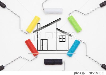 マイホームの外壁塗装工事イメージ 住宅の塗装塗り替え工事イメージ  70548983