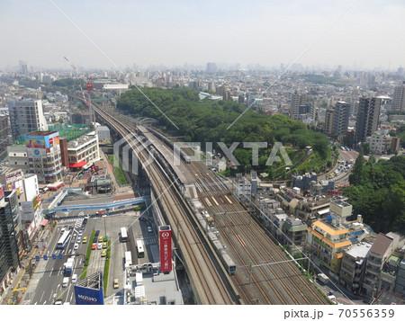 東京都北区の北とぴあ展望ロビーからの眺め(王子駅周辺・飛鳥山公園) 70556359