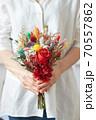 花 花束 女性 70557862