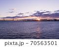 くじらの背中(横浜港大さん橋国際客船ターミナル)から12月に撮った朝日です。 70563501
