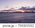 くじらの背中(横浜港大さん橋国際客船ターミナル)から12月に撮った朝日です。 70563502