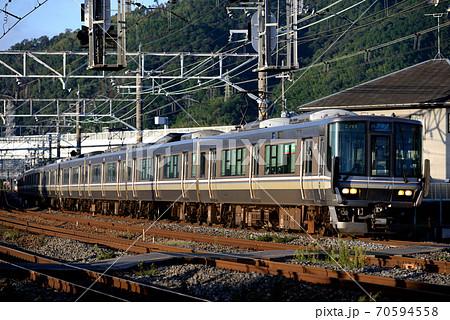 JR京都線を行く223系新快速12両 70594558