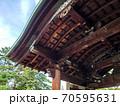 神社を仰ぐ 70595631