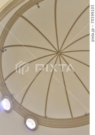 カトリック高槻教会のドーム型天井 70599105