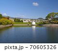 ニテコ池と甲山/兵庫県西宮市 70605326