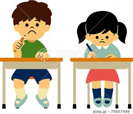 テストを受ける小学生 70607486