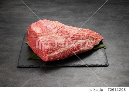 美景!圧巻カタサンカクブロック肉 70611208