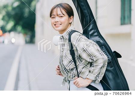 Beautiful woman, guitar, streetlife 70626964