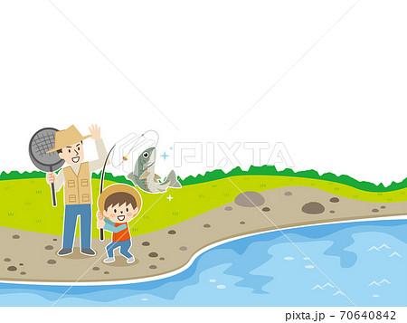 河川で魚釣りをする親子 70640842