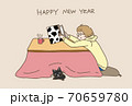 年賀状丑年2021年こたつと猫ベージュ 70659780