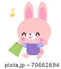 買い物をしているウサギイラスト素材 70662694