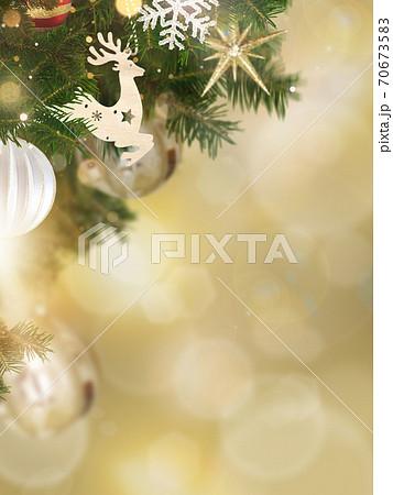 クリスマスのイメージ的な背景 - 複数のバリエーションがあります 70673583