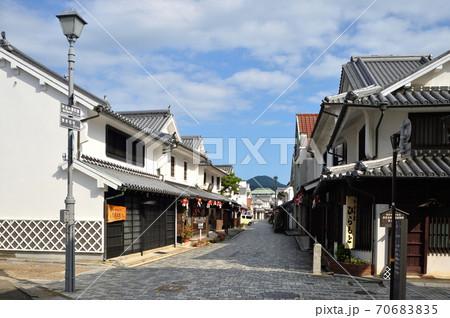 柳井・白壁の町並(通りの西側から望む) 70683835