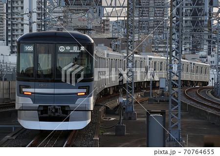 [H]東京メトロ日比谷線13000系(北千住⇔中目黒) 70764655