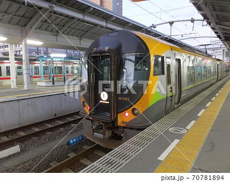 JR四国 高松駅に停車中の8600系電車特急いしづち号 70781894