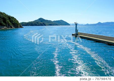 【香川】女木島から男木島へ向かうフェリーから見る瀬戸内海の景色 70798470