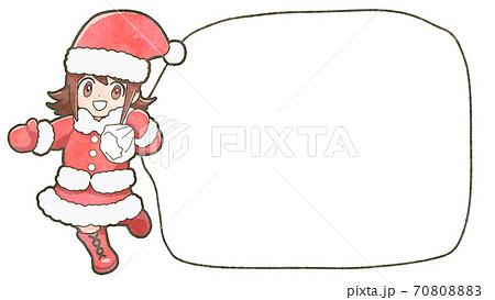 デフォルメ少女サンタのイラスト、コピースペース付き 70808883
