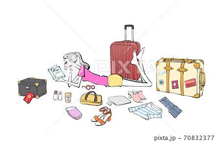 旅行の準備をしながらガイドブックを読む女性のイラスト 70832377
