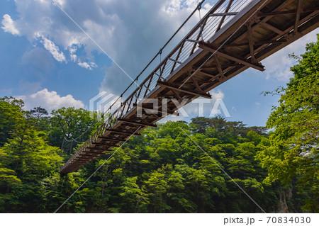 青空に架かる吊り橋 70834030
