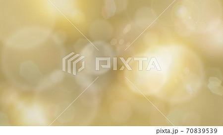 キラキラ輝く金色の抽象的な背景 - 複数のバリエーションがあります 70839539