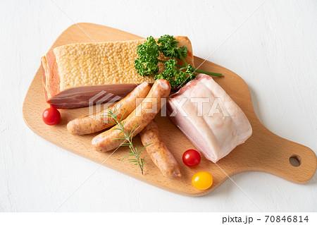 ロースハム ソーセージ ベーコン 加工肉盛り合わせ 70846814