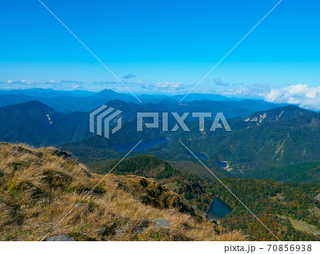 日光白根山山頂から眺めた初秋の弥陀ヶ池と菅沼 (栃木、群馬) 70856938