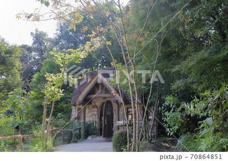 木に囲まれたかわいい建物(ぬくもりの森 浜松市) 70864851