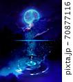 北欧の湖に反射する満月と星空と漂う雲 70877116