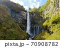 奥日光三名瀑 絶景観爆台からの華厳の滝紅葉 70908782