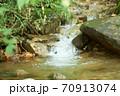 小川の流れ 70913074