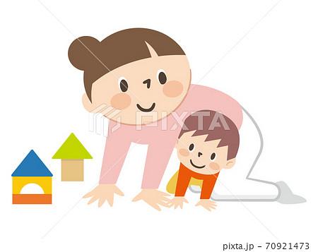 子供と遊ぶお母さん 70921473