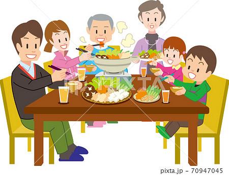 鍋を囲む3世代家族 70947045
