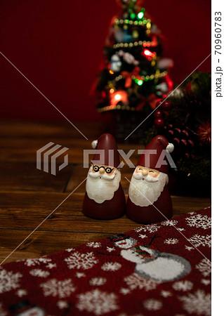 サンタクロースの人形 クリスマスイメージ 70960783