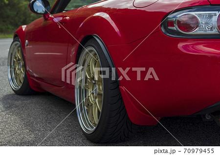 赤い自動車 70979455