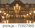 [東京駅]雨に煙る丸の内赤レンガ駅舎 71027460