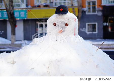 哈爾浜の旧正月で見かけた雪だるま 71045282
