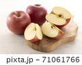 カットした林檎 71061766
