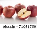 カットした林檎 71061769