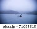 フォギー 霧深い 霧 71093615