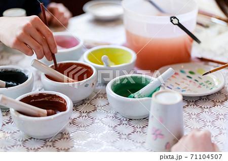 陶器の絵付け体験ワークショップ 71104507