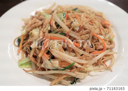 おいしい野菜たっぷりの上海焼きそば 71163163
