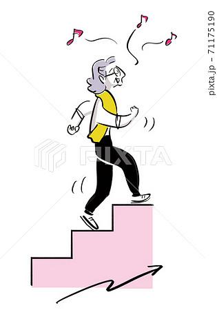 階段をすいすい登るおばあちゃん 71175190