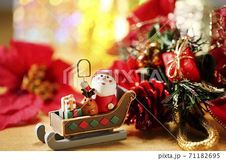 クリスマスイメージ プレゼント 71182695