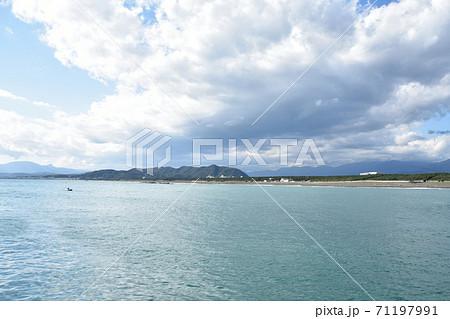 平塚新港から見たひらつかビーチパーク  71197991