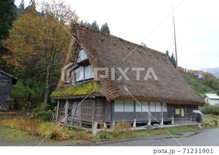 五箇山で最も古いとされる合掌造りの羽場家 71231901