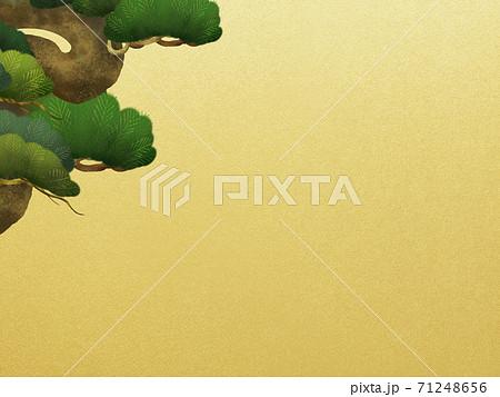 松と金箔の和風背景 - 複数のバリエーションがあります 71248656